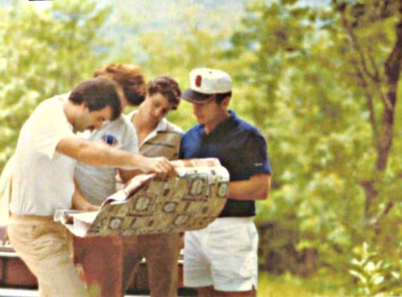 1978 - Vince Dooley choosing his lot in Bent Tree