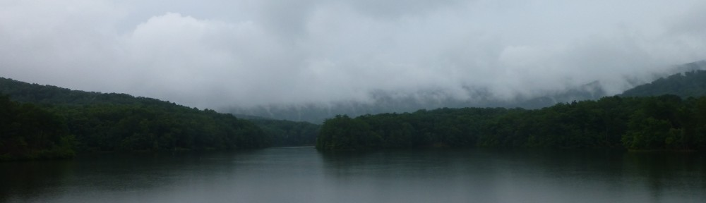 cropped-2013-07-clouds-over-lake